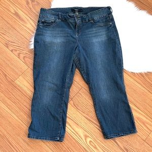 Torrid 5 pocket Capri jeans